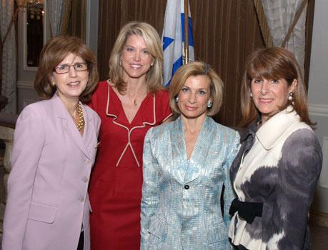 Kathy Gantz, Paula Zahn, Fern Hurst